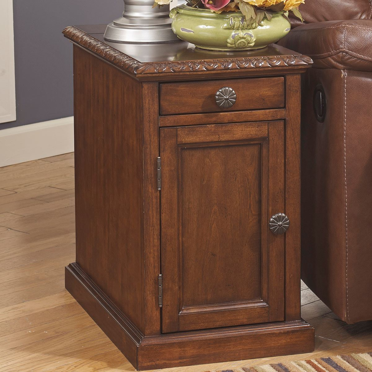 Davis Chairside Table With Usb