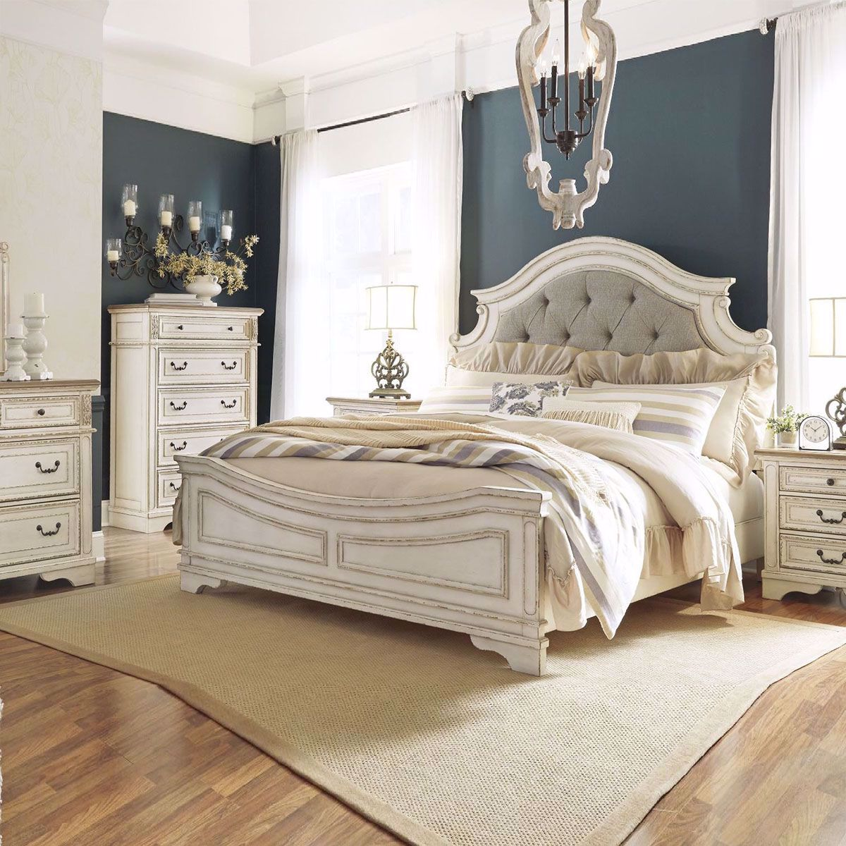 Roslyn Bedroom Collection